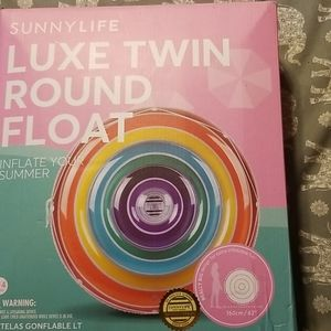 Luxe twin round float